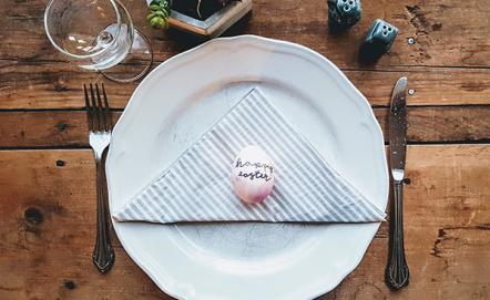 Dekorujemy stół na Wielkanoc