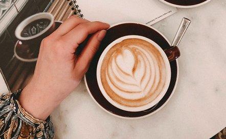 Jak zrobić idealną kawę z pianką bez ekspresu?
