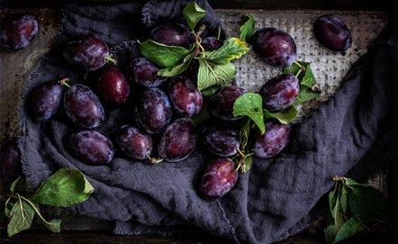Sezon na śliwki wciąż trwa! Dowiedz się, jak wykorzystać jesienne owoce w kuchni